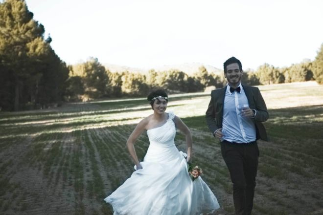boda novios montaña senda arbol bosque boda vintage diferente novia novio carrera (Demo)
