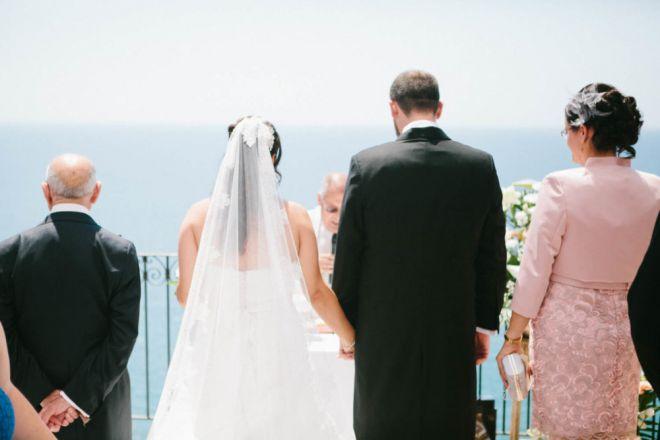 boda novia novio matrimonio reportaje vestido fotoreportaje diferente mar playa celebracion (Demo)