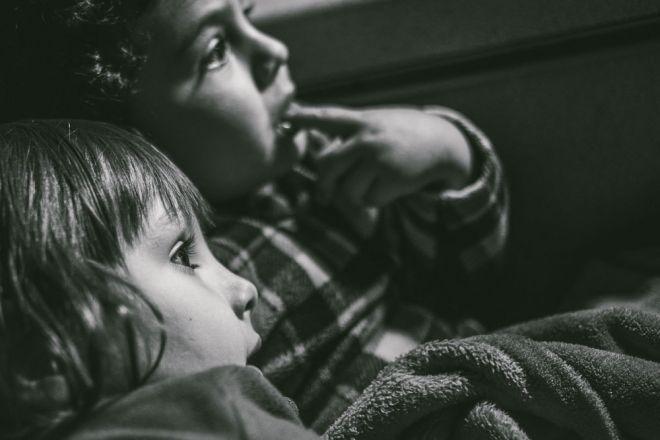 fotos de familia, reportaje de familia, familia, niños, hijos, hija, hijo, momento cotidiano. (Demo)